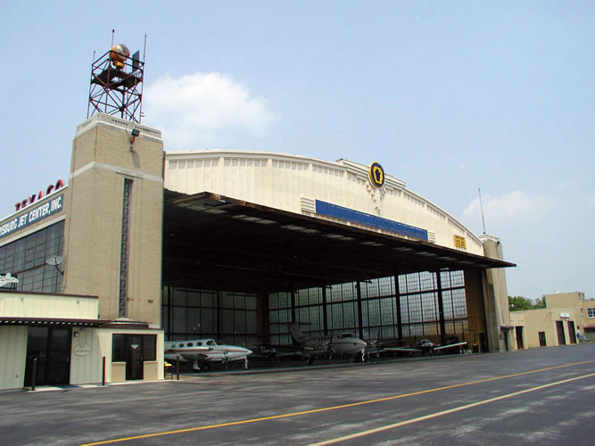 3-hangar_grande
